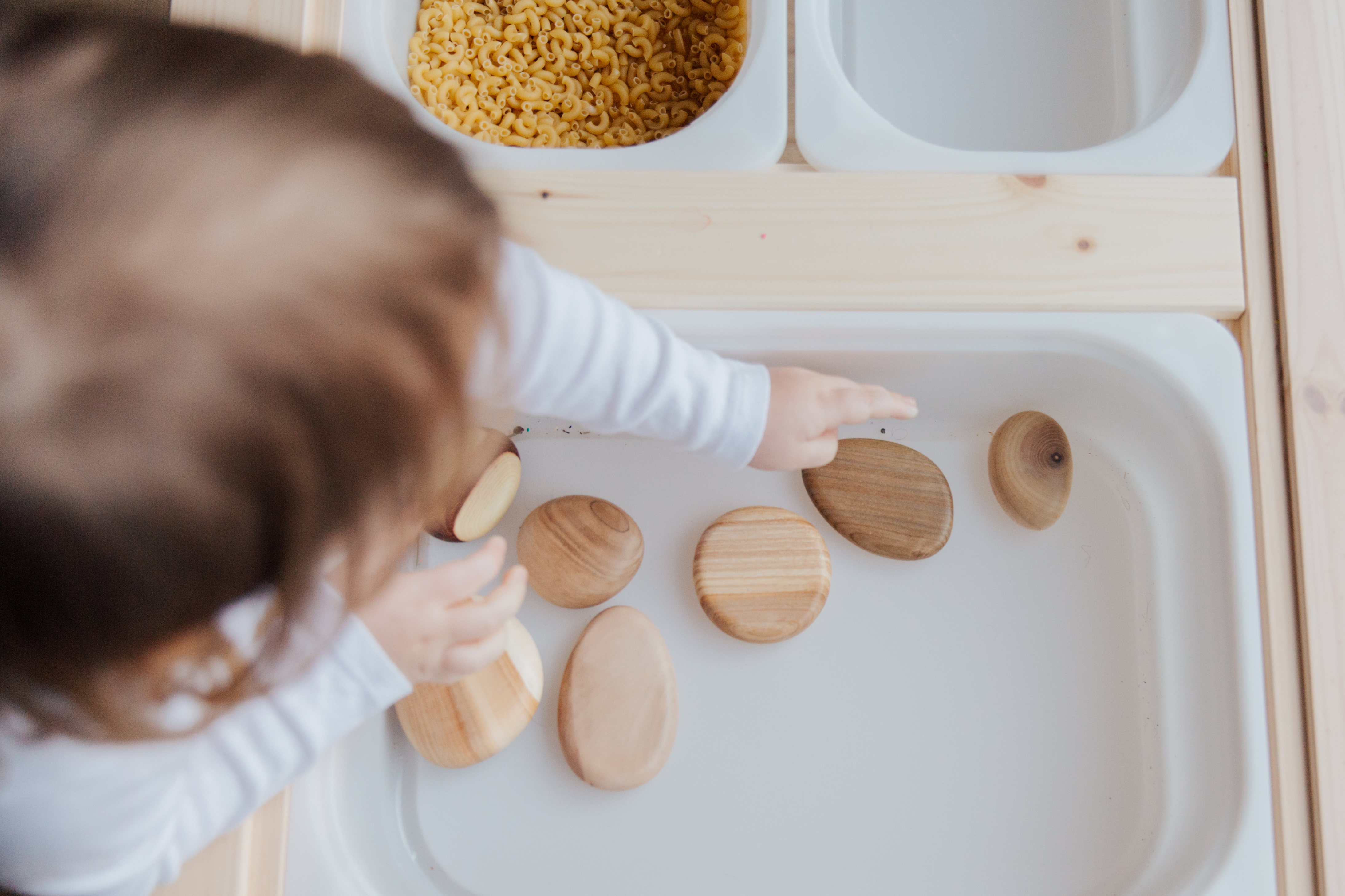 Encourager l'autonomie chez l'enfant grâce à la pédagogie Montessori