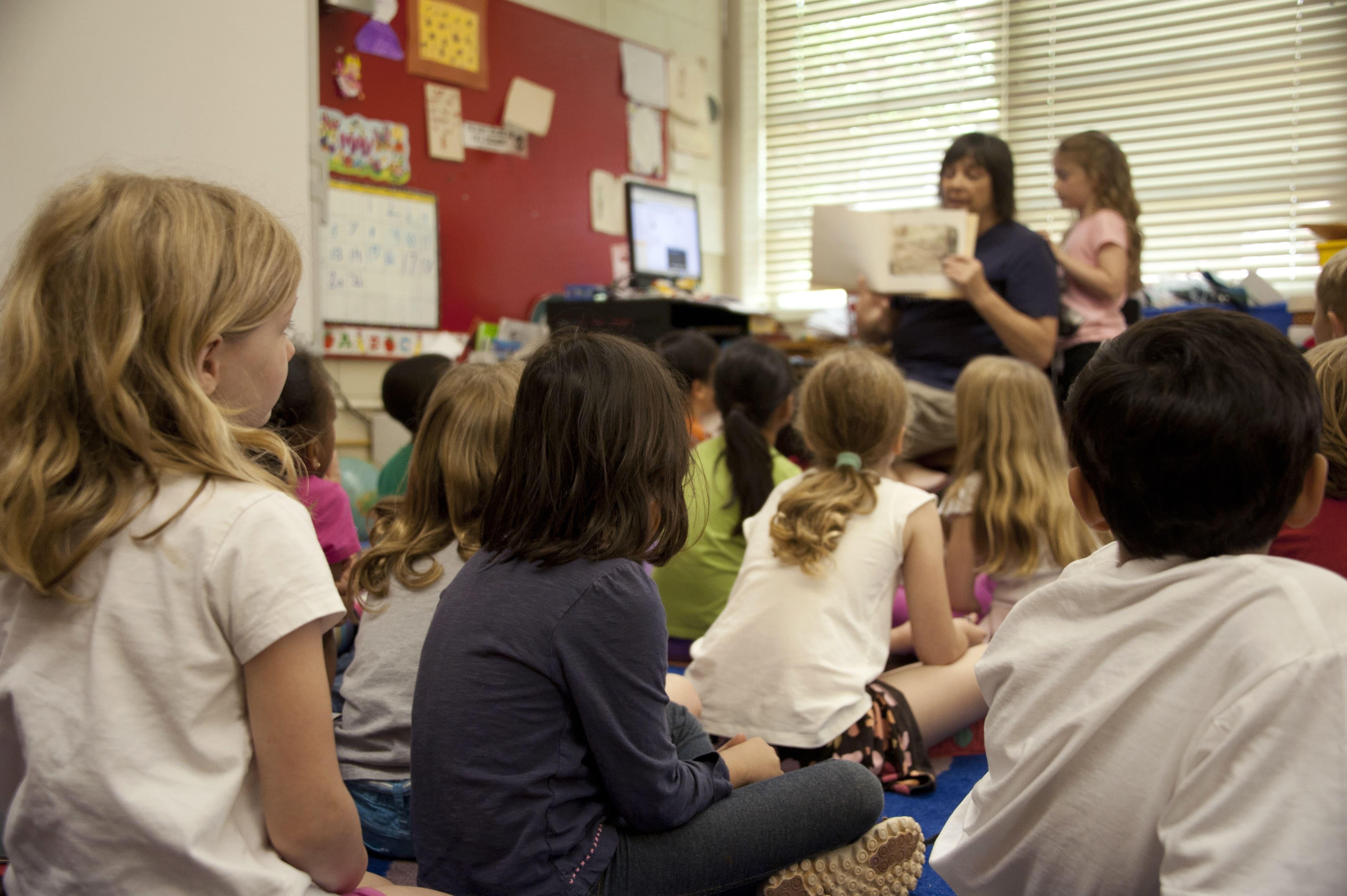 La lecture du soir avec les enfants et la conteuse d'histoires Bookinou